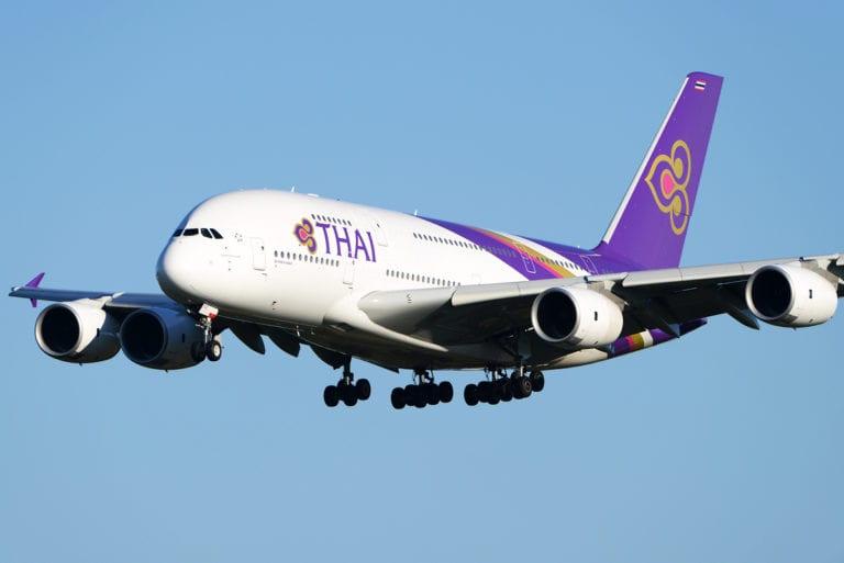 """El A380 de Thai """"atropellado"""" por el camión"""