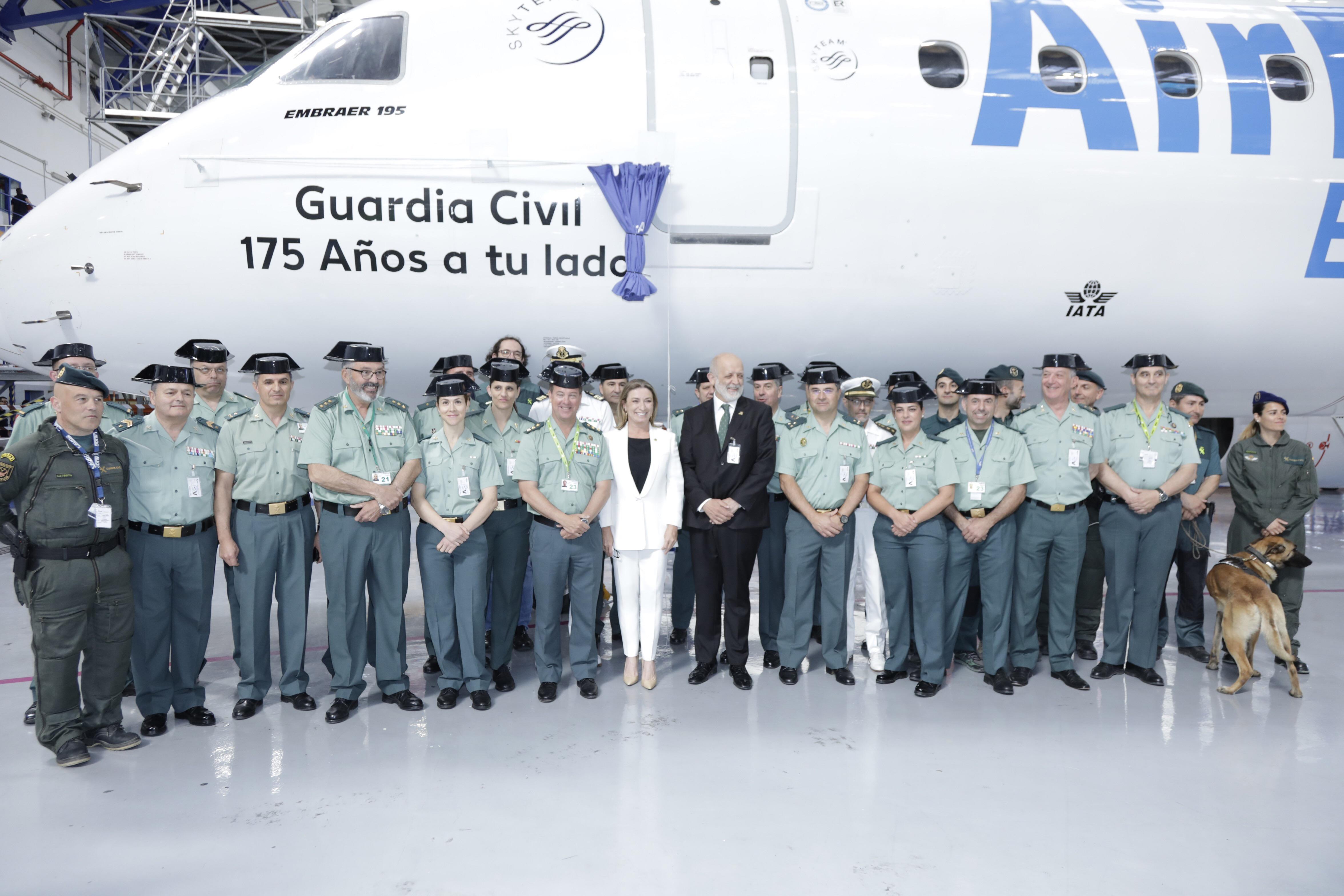 Air Europa homenajea a la Guardia Civil en su aniversario